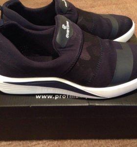 Туфли-кроссовки почти новые