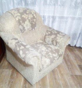 Угловой диван + кресло.