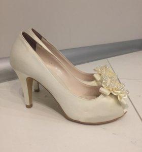 Туфли свадебные 37,5 размер(натуральный шёлк)