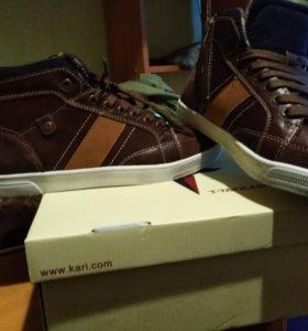 демисезонные кроссовки ,42 размер, новые