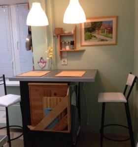 Стол и два барных стула