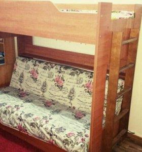 Продам двухъярусную кровать внизу диван