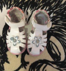 Сандали, туфли на девочку