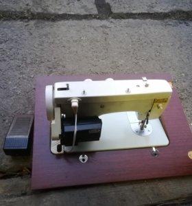 Электричиская швейная машинка