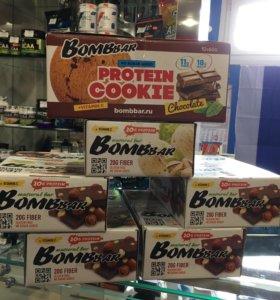 Протеиновые батончики и печенье bombbar