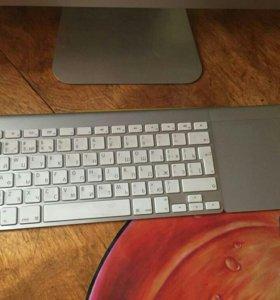 Беспроводная клавиатура Apple и трекпад.
