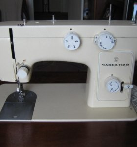 Швейная машинка Чайка с тумбой