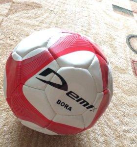 Футбольный мяч Demix Bora