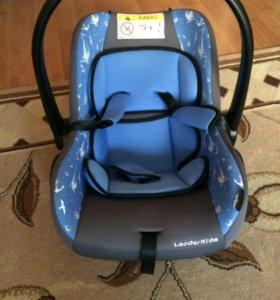 Детское автомобильное кресло 0