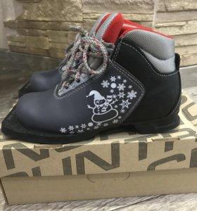 Лыжные ботинки, р-р 33.
