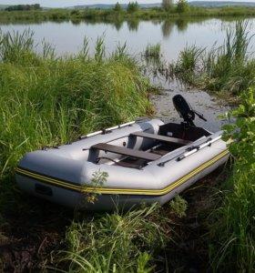 Продам комплект лодка + лодочный мотор.