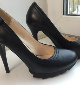 Туфли женские на каблуках .
