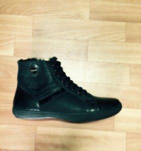 Кожаные зимние кроссовки-ботинки на41 размер,новые