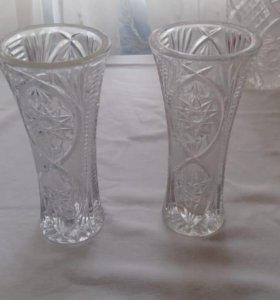 Две хрустальные вазы