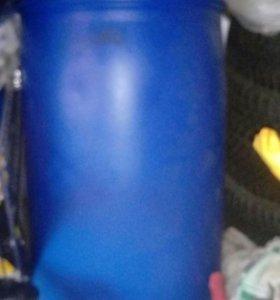 Бочка пластмассовая и железная