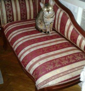 Миниатурный диванчик