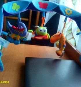 Подвеска с игрушками на кроватку