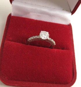 Серебряное кольцо с Фианитами 16 размер