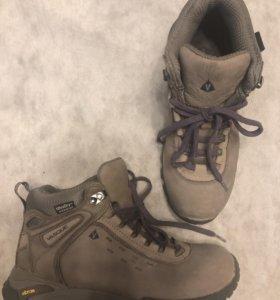 Ботинки р.24,5 см.USA 7,5 водонепроницаемые, зима