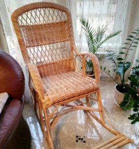 Плетенное кресло-качалка