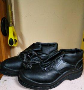 Ботинки мужские продаются