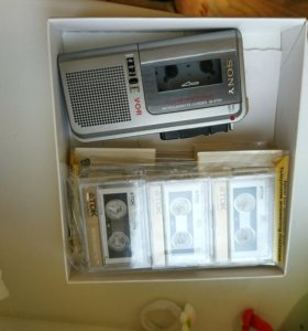 Кассетный диктофон Sony и шесть кассет