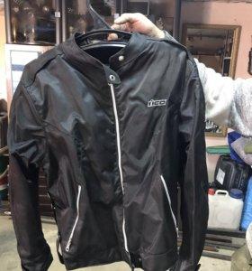 Продам мотоциклетную куртку (52 размер)