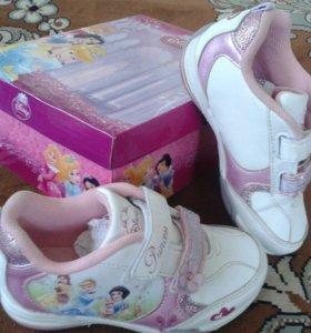 Красивые кроссовки для девочки