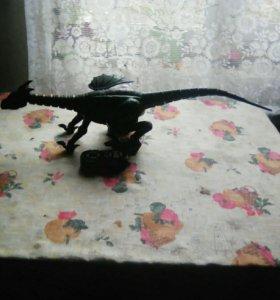 Динозавр на пульте управления.