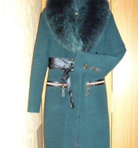 Зимнее пальто с воротником из песца