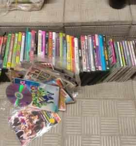 Более 100 штук dvd-дисков и подставки под диски