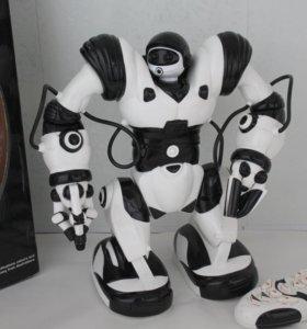 Робот на пульте управления