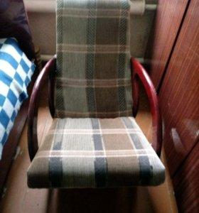 Продам б/у кресло-качалку ручной работы