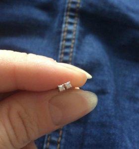 Серьги с бриллиантом