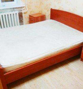 Двухспальная кровать + 2 тумбочки