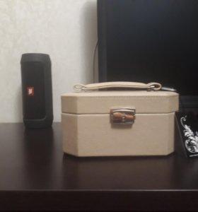 Шкатулка-новая для украшений,закрывается на ключ