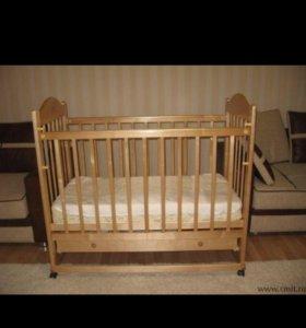 Детская кроватка с матрасом .