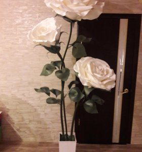 Стойка из трёх роз.