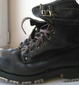 Трикони (горные ботинки)
