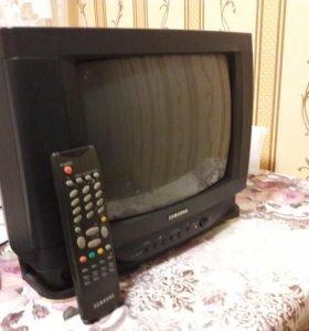 Телевизор с кронштейном