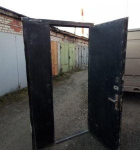 Дверь б/у металлическая