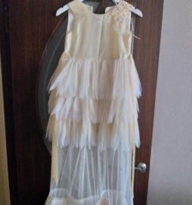 Платье нарядное для девочки 10- 11 лет .