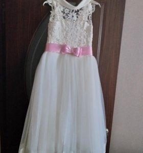 Платье нарядное для девочки 9- 10 лет .