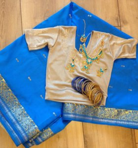 Индийский сари с топом и украшениями