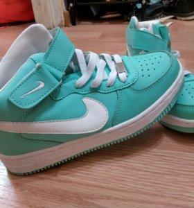 Новые осенние кроссовки