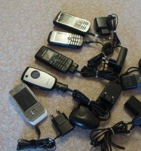 Набор сотовых телефонов с зарядками для ремонта
