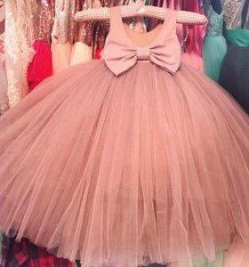 Превосходное платье в пол ручной работы