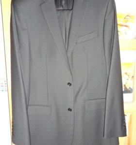 Продается новый костюм