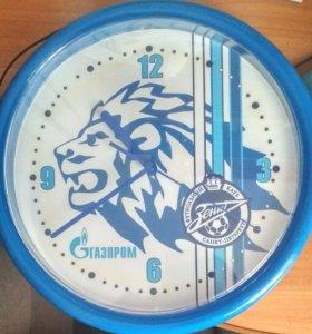 Часы с эмблемой футбольного клуба Зенит