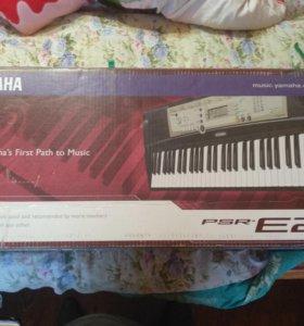 Продаю музыкальный синтезатор YAMAHA PSR.E203